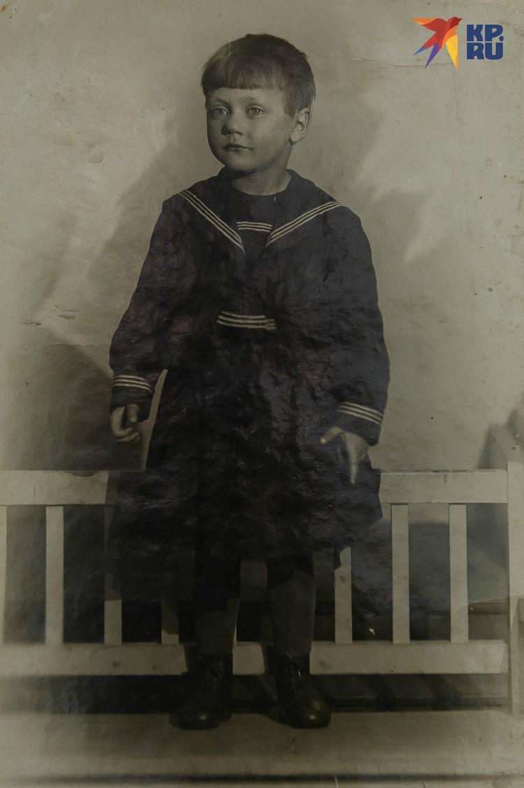 Регина накануне войны. Фото: Из семейного архива. Пересъемка: Олег ЗОЛОТО