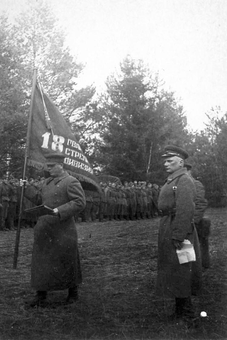 Митинг, посвященный присвоению 133-й звания 18-й гвардейской стрелко- вой дивизии. Под Юхновым, март 1942 г. Фото: ГАНО: Ф.Р – 2371. Оп.1. Д.177. Л.6