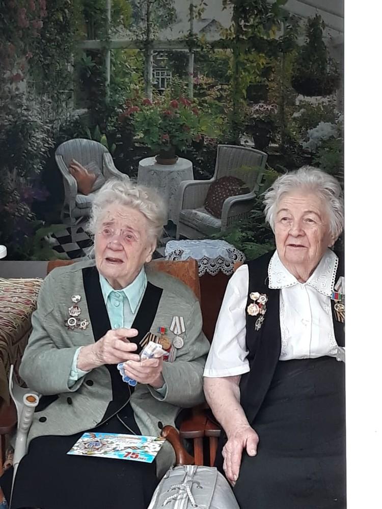 Лидия Поликарповна (слева) и ее сестра Евгения Поликарповна
