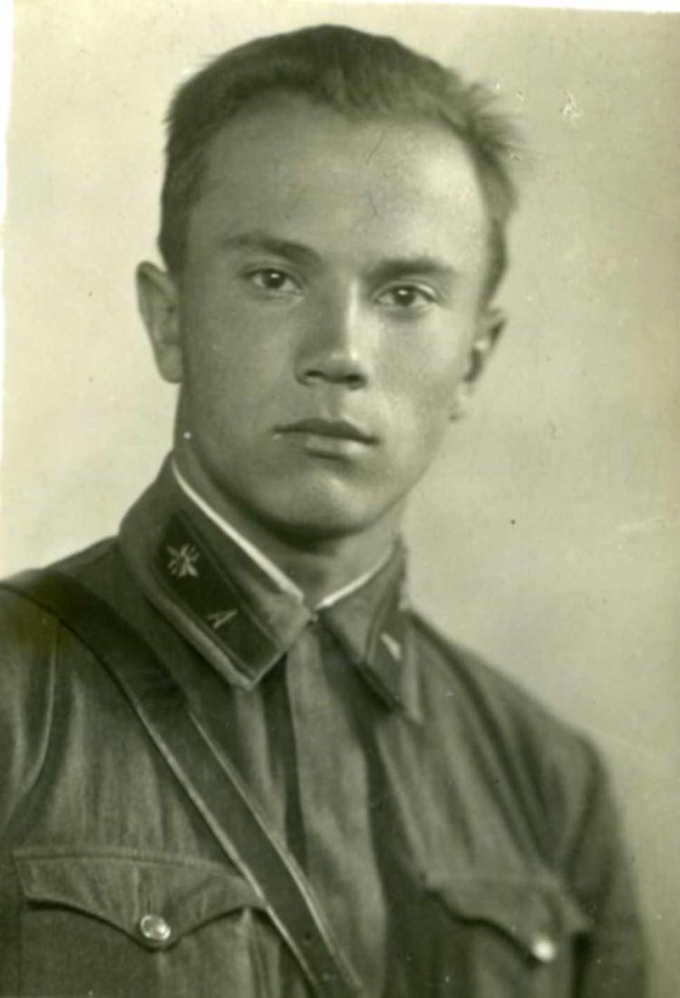 Выпускник Ленинградской электротехнической академии, военпред на заводе Козицкого Евгений Павловский.