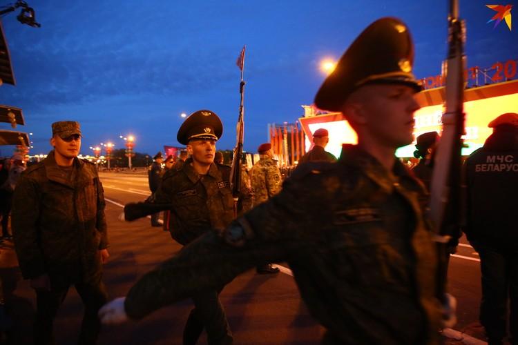 8 мая в 21:00 в Минске прошла генеральная репетиция парада.