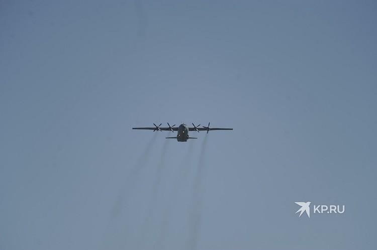 Военный самолет в небе над Екатеринбургом 9 мая 2020 года