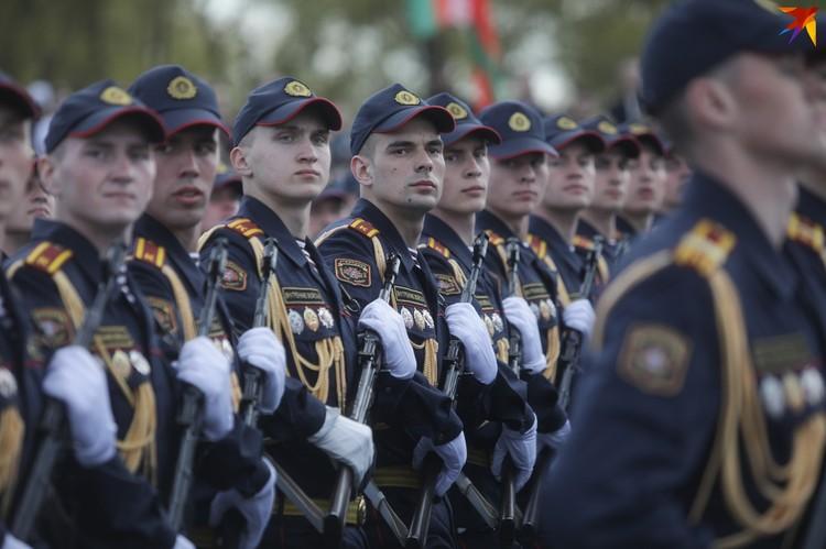 В парадном строю - курсанты.