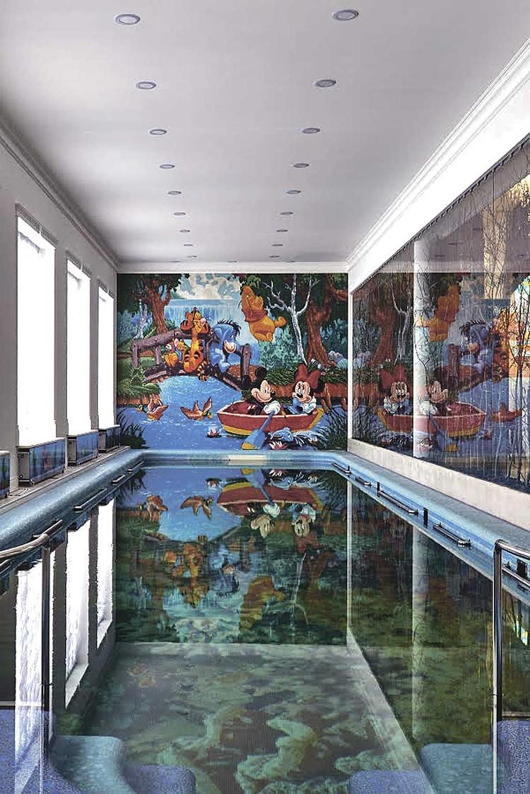 На фото - бассейн уже после переделки: артисту пришлось нанимать новых мастеров. Фото: Архитектурное бюро Андрея Карпова.