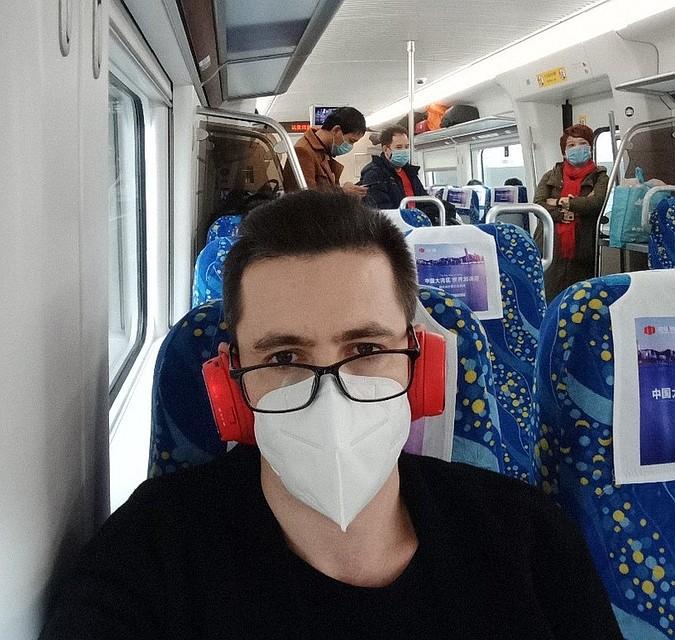Когда власти ввели ограничения, выходить из дома стало можно только в маске. Фото: vk.com/idsaddam_11