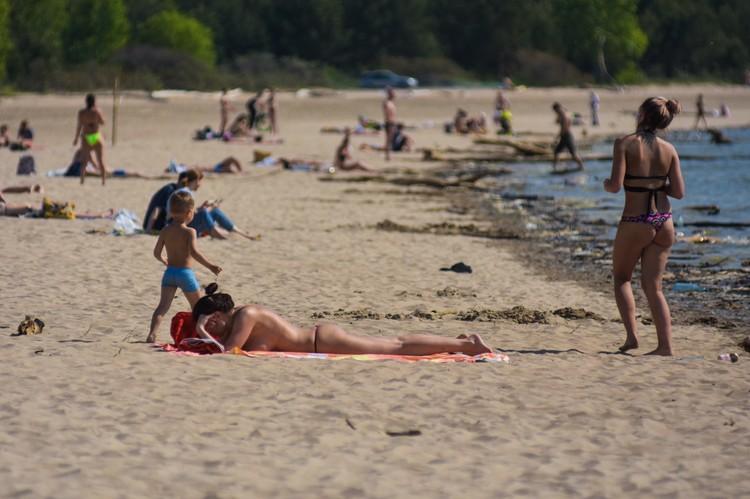 Официально пляжи еще закрыты.