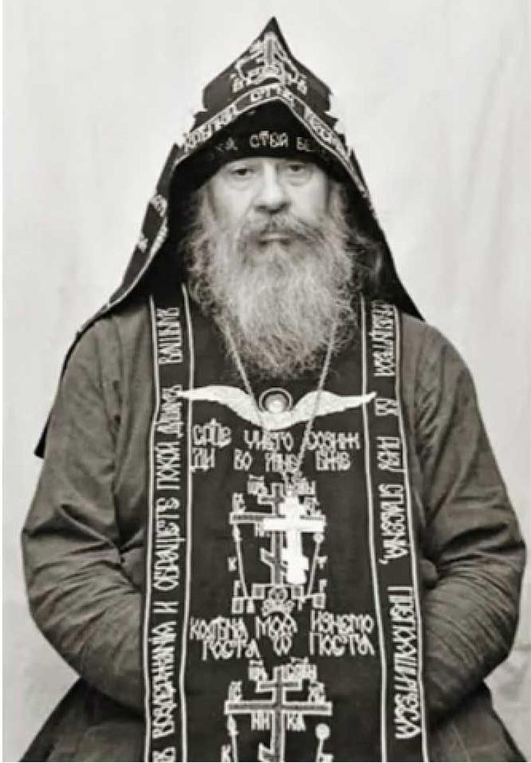 В суровом старце из Оптиной пустыни с трудом можно узнать поэта, чьи песни о любви пела вся страна. Фото: eg.ru