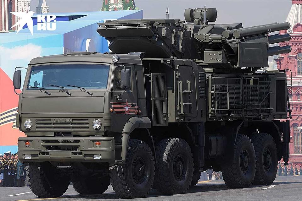 Зенитный ракетно-пушечный комплекс `Панцирь-С` на параде на Красной площади. Фото: Михаил ФРОЛОВ