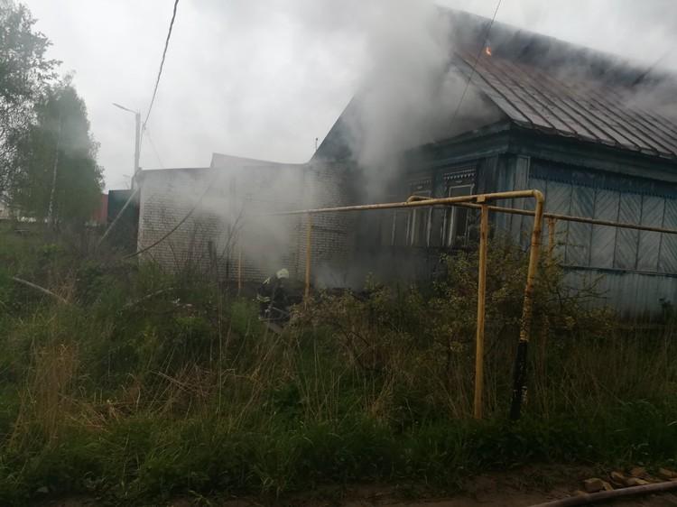Крыша загорелась от одной сигареты. Предоставлено МЧС России по Владимирской области.