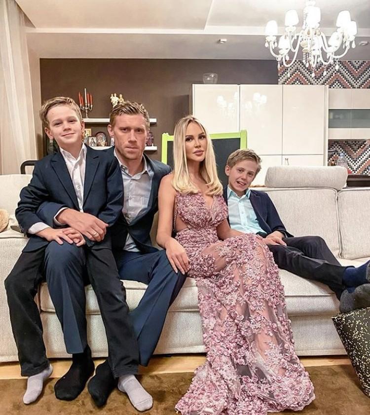 Павле Погребняк с семьей. Фото: Instagram