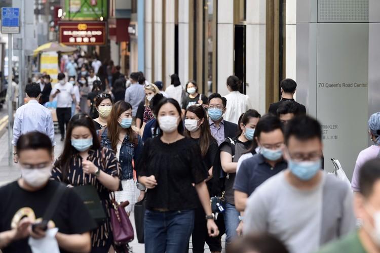 В Гонконге с начала пандемии было зарегистрировано только четыре подтвержденных случая смерти от COVID-19, несмотря на высокую плотность населения, массовый транспорт и близость к Уханю.