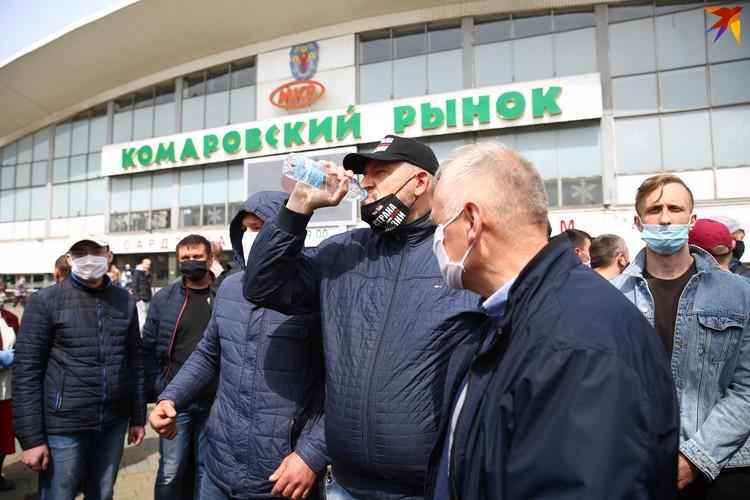 Сергей Тихановский собирает самые массовые пикеты, хоть и не может стать кандидатов в президенты.