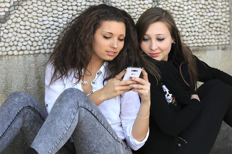 Ученые доказали, что психическое здоровье подростков очень зависит от времени, проведенного в гаджетах.