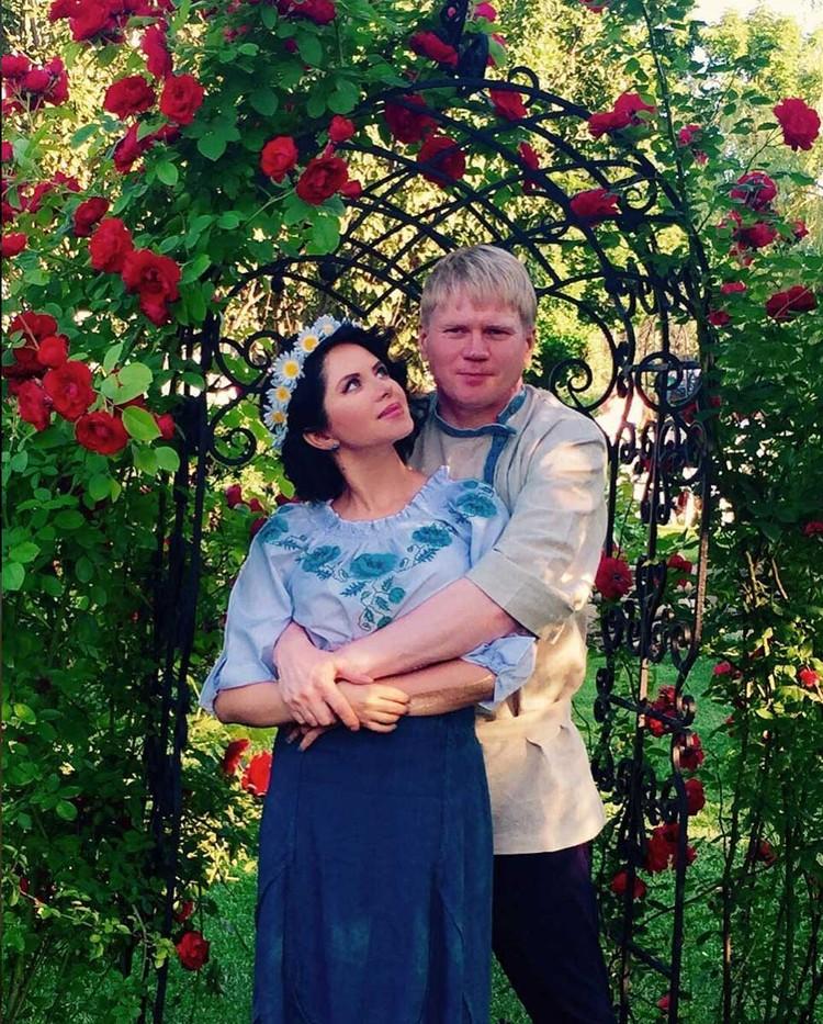 Бывший муж - владивостокский медиамагнат - тяжело пережил измену Виктории с Сергеем Жигуновым.