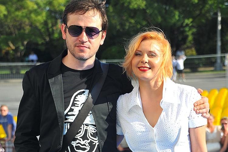 Яна Троянова с мужем.