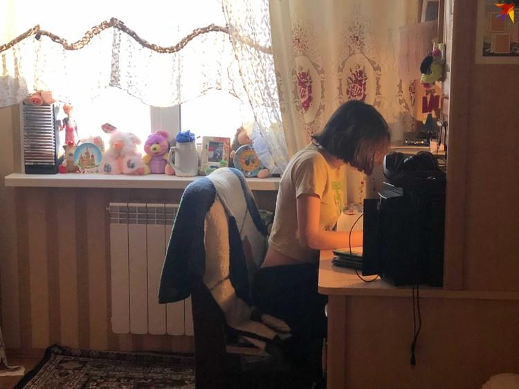По словам Михаила Германского, его приемную дочь Ангелину забрали детский дом.