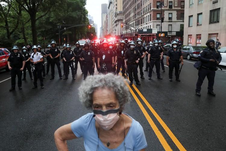 Для разгона протестующих полиции нужен приказ свыше.