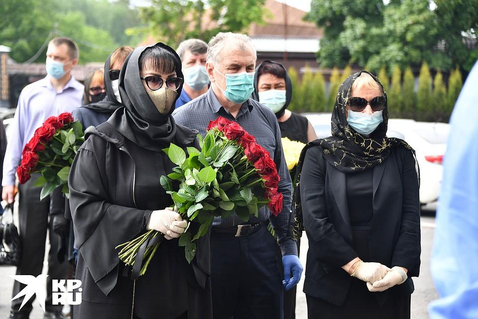 Проститься с Михаилом Михайловичем пришли дочери, бывшие жены и около 15 друзей Фото: Иван МАКЕЕВ