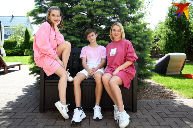 С сыном Арсением и дочкой Алисой.