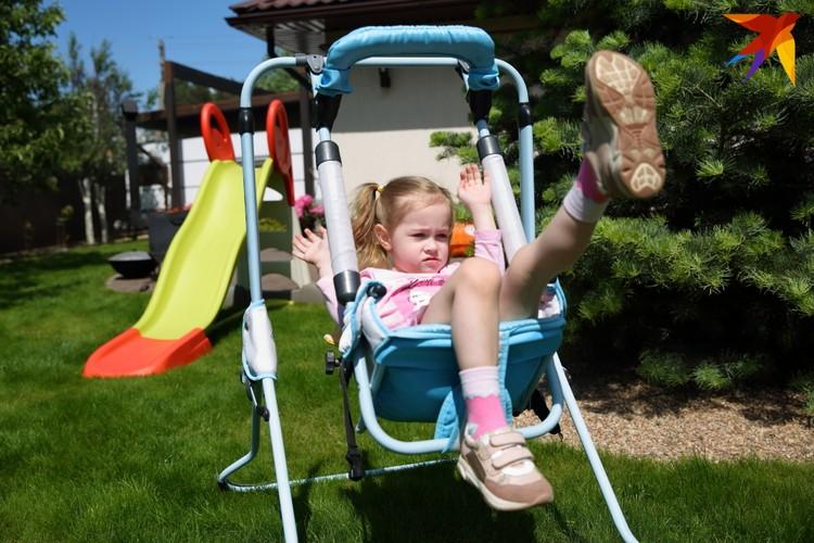 4-летняя Алёна - настоящий энерджайзер.