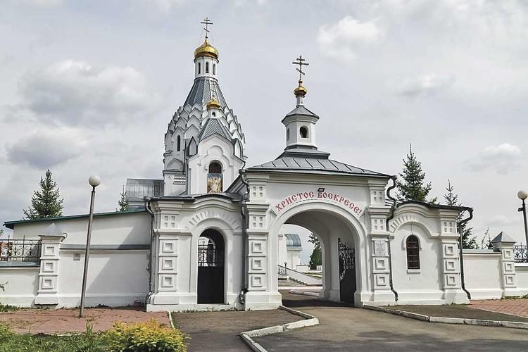 Быков успел построить полдюжины храмов, словно замаливая криминальные прегрешения. На фото - один из них.