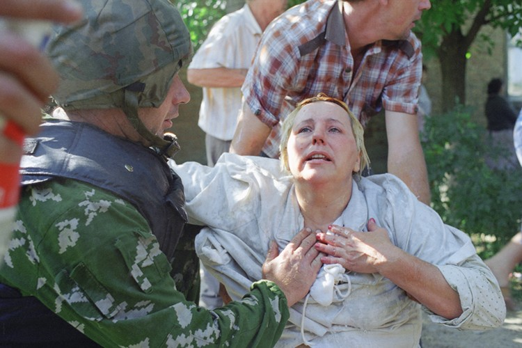 Женщина, бывшая в заложницах у чеченских террористов. Фото Сергея Величкина, Николая Малышева /ТАСС