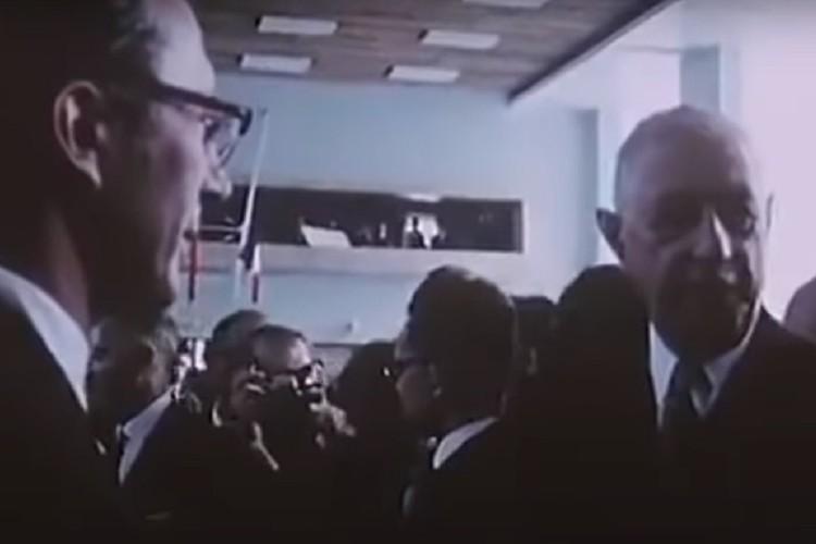 Видео запечатлело встречу Шарля де Голля с академиком Михаилом Лаврентьевым. Фото: стоп-кадр.