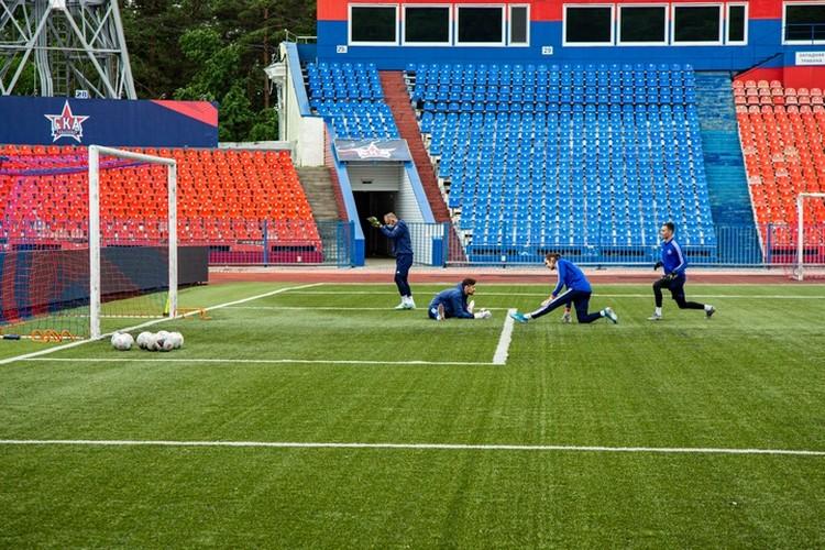 Футболисты «СКА-Хабаровск» вышли на первую после «коронавирусной» паузы тренировку