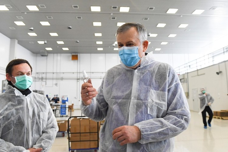 Губернатор Александр Дрозденко поздравил с наступающим Днем медика