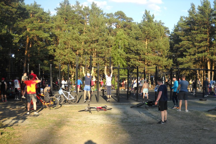 Воркаут-площадка - любимое место для представителей многих видов спорта.