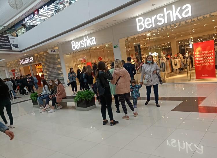 """Судя по мнению очевидцев, наибольшее количество покупателей пришли в ТРЦ """"Кристалл"""""""