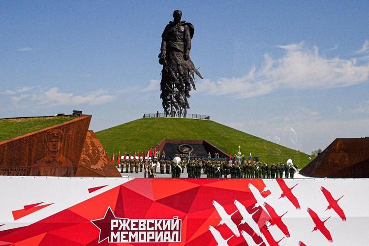 Невозможно без боли думать о тех потерях, которые понесла здесь Красная армия