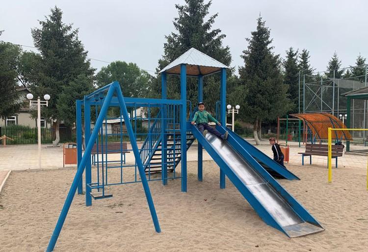 На деньги «Кумтора» и фонда в селе Оргочор открыли детскую площадку...