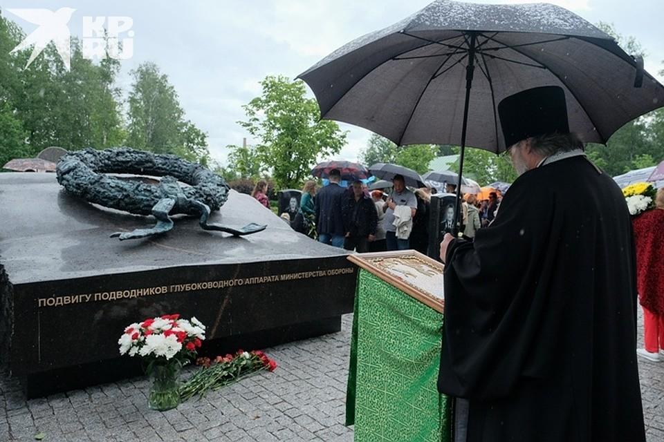 На кладбище провели службу за упокой Фото: Артем КИЛЬКИН