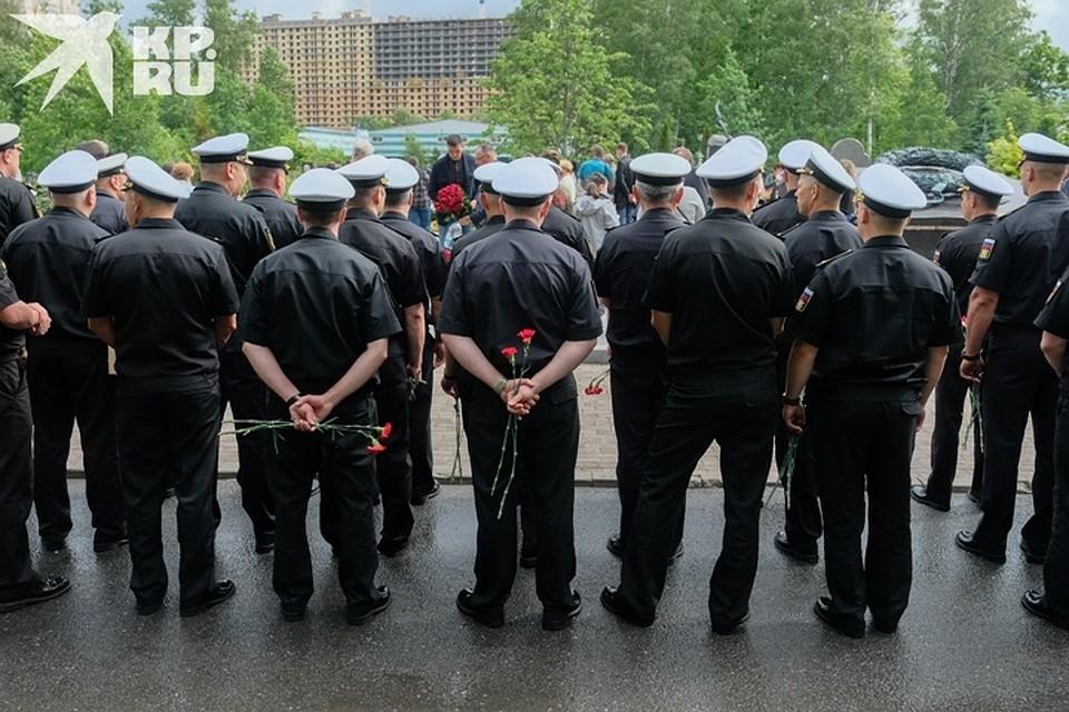 Военные выстроились в три шеренги Фото: Артем КИЛЬКИН