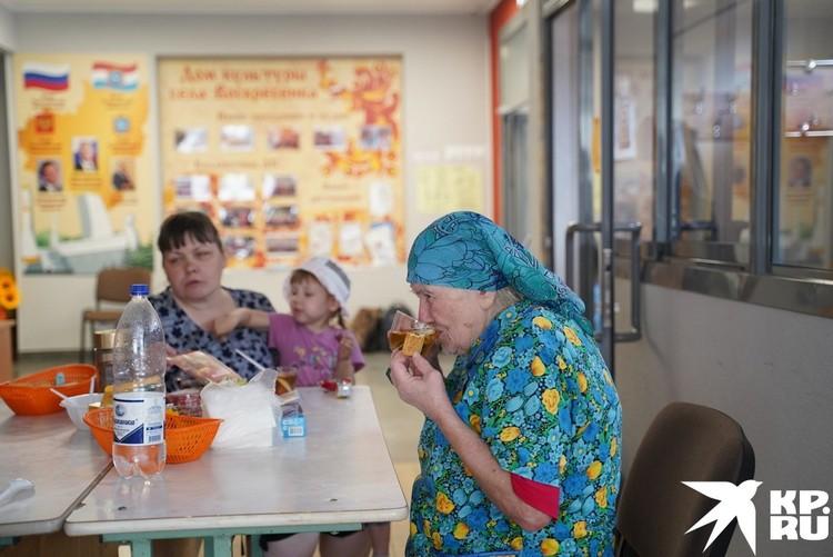 Выселенных на время ЧП жителей накормили в столовой