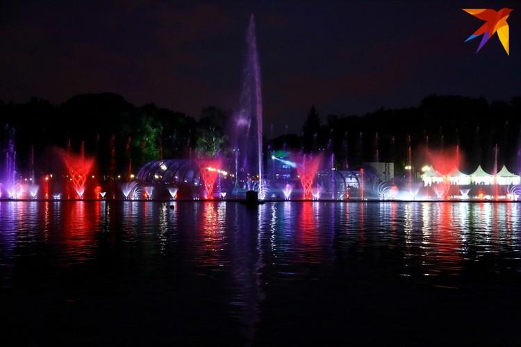 На открытии фонтана присутствовал Президент Республики Беларусь Александр Григорьевич Лукашенко.
