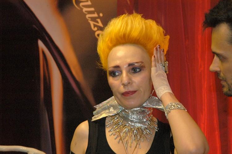 Затем певица часто меняла цвет волос... Фото: Ольга ЕМЕЛЬЯНОВА