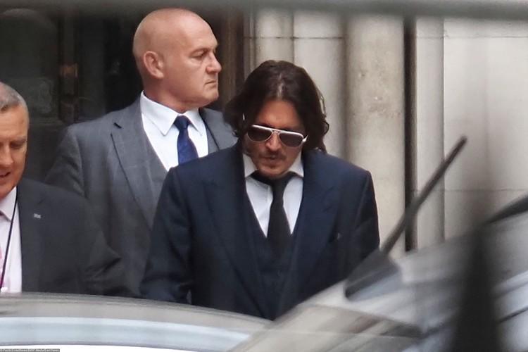 Джонни Депп приехал в Лондон на суд с бывшей женой Эмбер Херд.