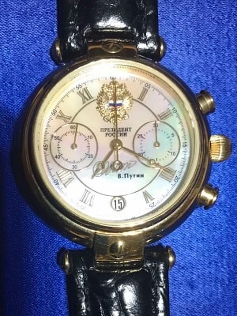Вот такие часы Владимир Путин подарил Владимиру Колесниченко. Фото: Леонид РЯБКОВ