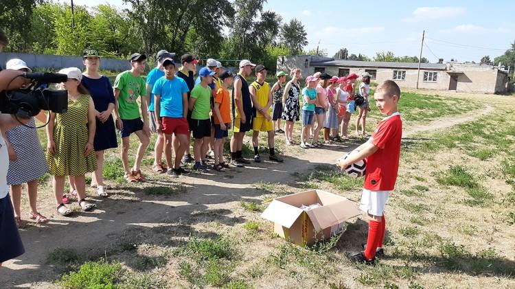 Мячи Савва подарил ребятам из детского дома. Фото: творческая группа «Апрель»
