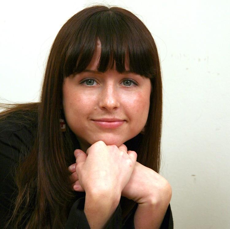 В 2007 году у Мирославы были пухлые щечки и челка.