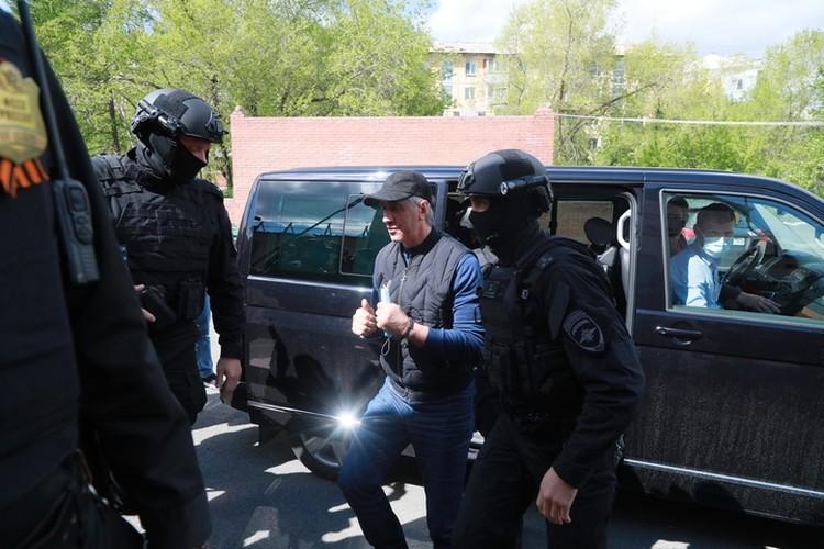 Быкова задержали 7 мая в его доме по подозрению в организации убийства двух человек