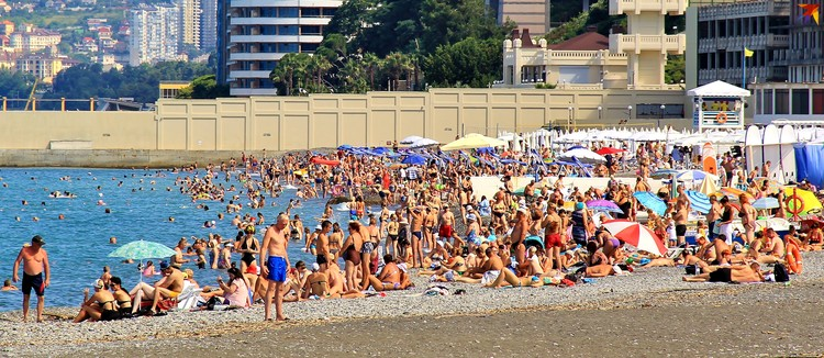 Туристов много, хотя местные считают, что и не очень