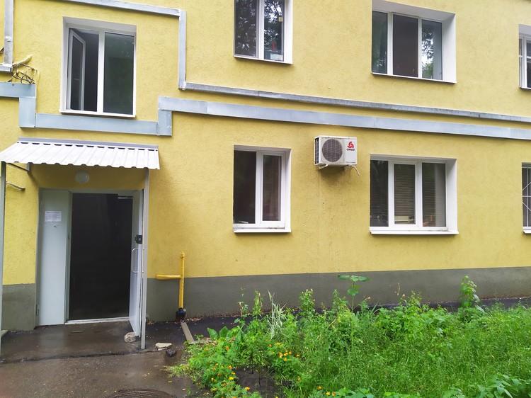 Профессор жил на первом этаже дома на улице Красноармейской. Здесь, по версии следствия, его и убили