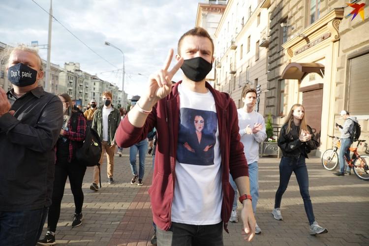 Несогласные с решением ЦИК вышли на улицы Минска, несмотря на предупреждение МВД.