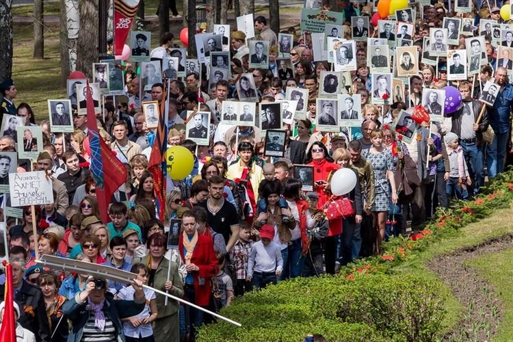 В 2020 году из-за пандемии томичи не смогли 9 мая пройти по улицам с портретами своих ветеранов.