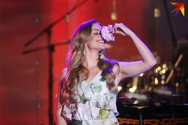 Сергей Волчков оставил Алене на память цветок.