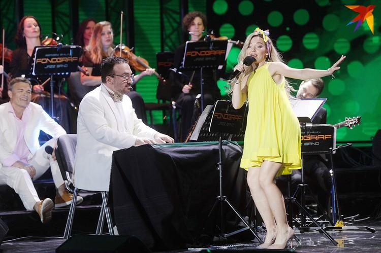 Концерт Фонограф-Симфо-Джаз - это еще и эффектное шоу.