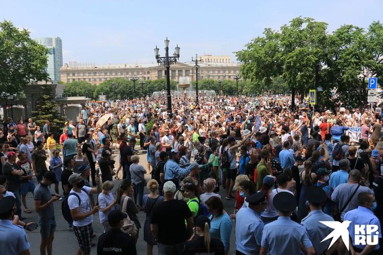 Тогда, в субботу 18 июля, люди шли по раскаленным душным улицам к мэрии, вызвать «поговорить по душам» градоначальника Сергея Кравчука.